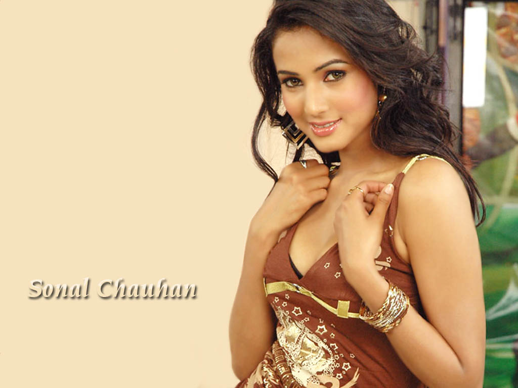 Sonal Chauhan Sexy Images  Ver-E-Bardh-9136