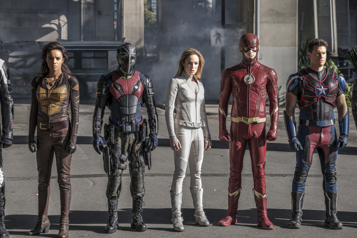 Crisis On Earth-X : First Look At The Ray and Supergirl's Overgirl.