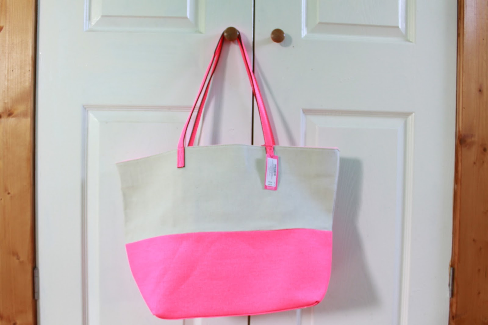 Giveaway - A Gorgeous Accessorize Beach BagContaining #holidayessentials