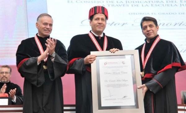 #NoEsBroma: entregan Honoris Causa a Eruviel por su 'labor humanitaria' en el EDOMEX