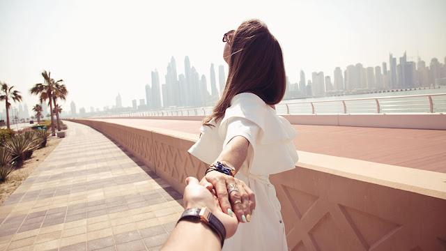 12 شيئاً لا تُخبري أصدقائك بها حول علاقتك العاطفية