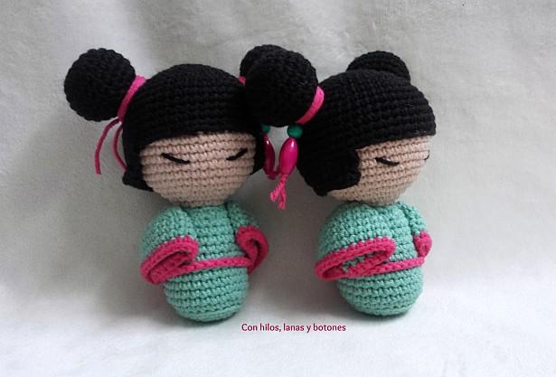 """Con hilos, lanas y botones: Kojeshi amigurumi doll (patrón gratuito de """"La calle de la abuela"""")"""