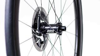 Particolare delle nuove ruote in carbonio Rose RC 40 Disc per freni a disco