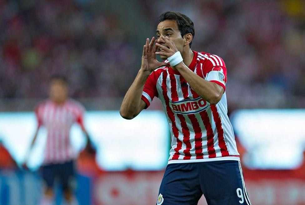 Bravo comunicó a la directiva de Chivas que cumplirá su contrato.