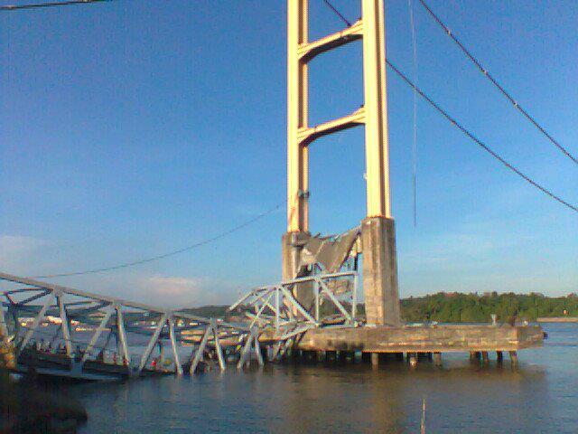 Lowongan Pekerjaan Tenggarong Lowongan Kerja Kaltim Jembatan Tenggarong Runtuh Video Dan Foto Jembatan Tenggarong Ambruk