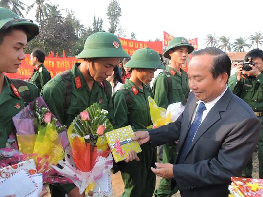 Thanh niên Lý Sơn lên đường nhập ngũ