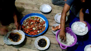 Makan bersama di Pondok Wisata Mangrove