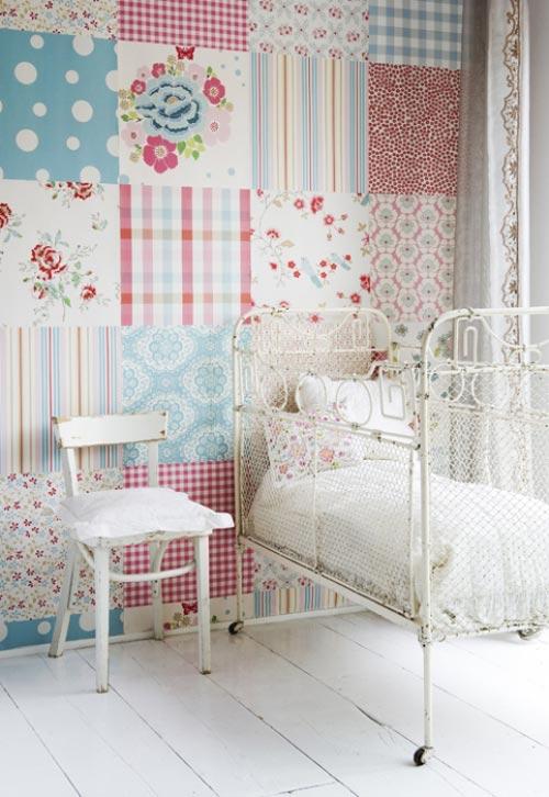 una composicin de patchwork en las paredes