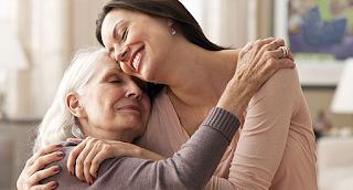 H Μάνα: Ένα συγκινητικό βίντεο που θα σας κάνει να αγκαλιάσετε τις μαμάδες σας