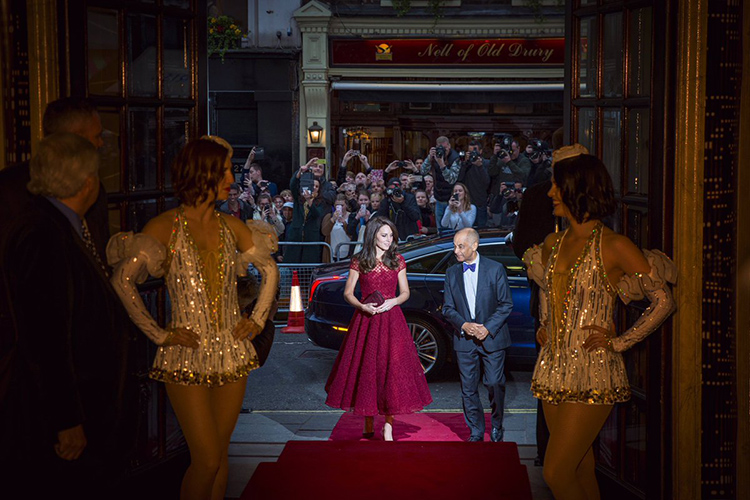 4adc955c Duchess Kate in Marchesa Notte at Drury Lane
