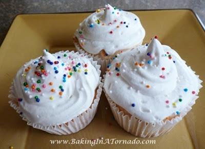 Snow White Cupcakes | www.BakingInATornado.com | #recipe