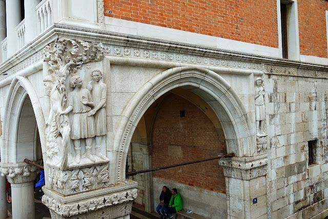 Totátlně opilý Noe v Benátkách, Bible, historie, humor