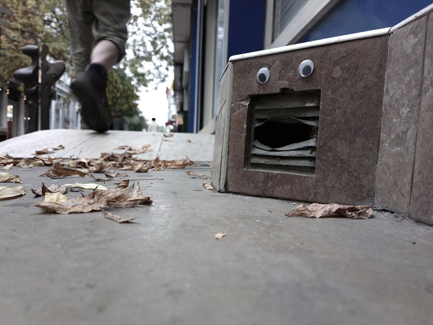 Guy Puts Googly Eyes On Broken Street Objects And The Result Is Hilarious