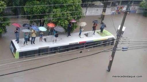 Chuva de mais de 100 milímetros causa alagamentos e transtornos no Grande Recife