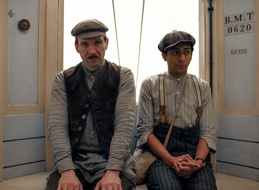 the grand budapest hotel-ralph fiennes-tony revolori