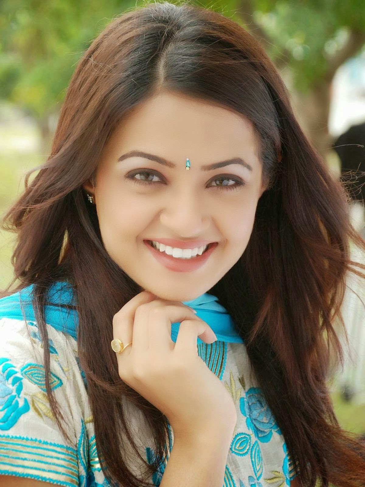 Surveen Chawla Hd Images Free  Tv Biography-7724