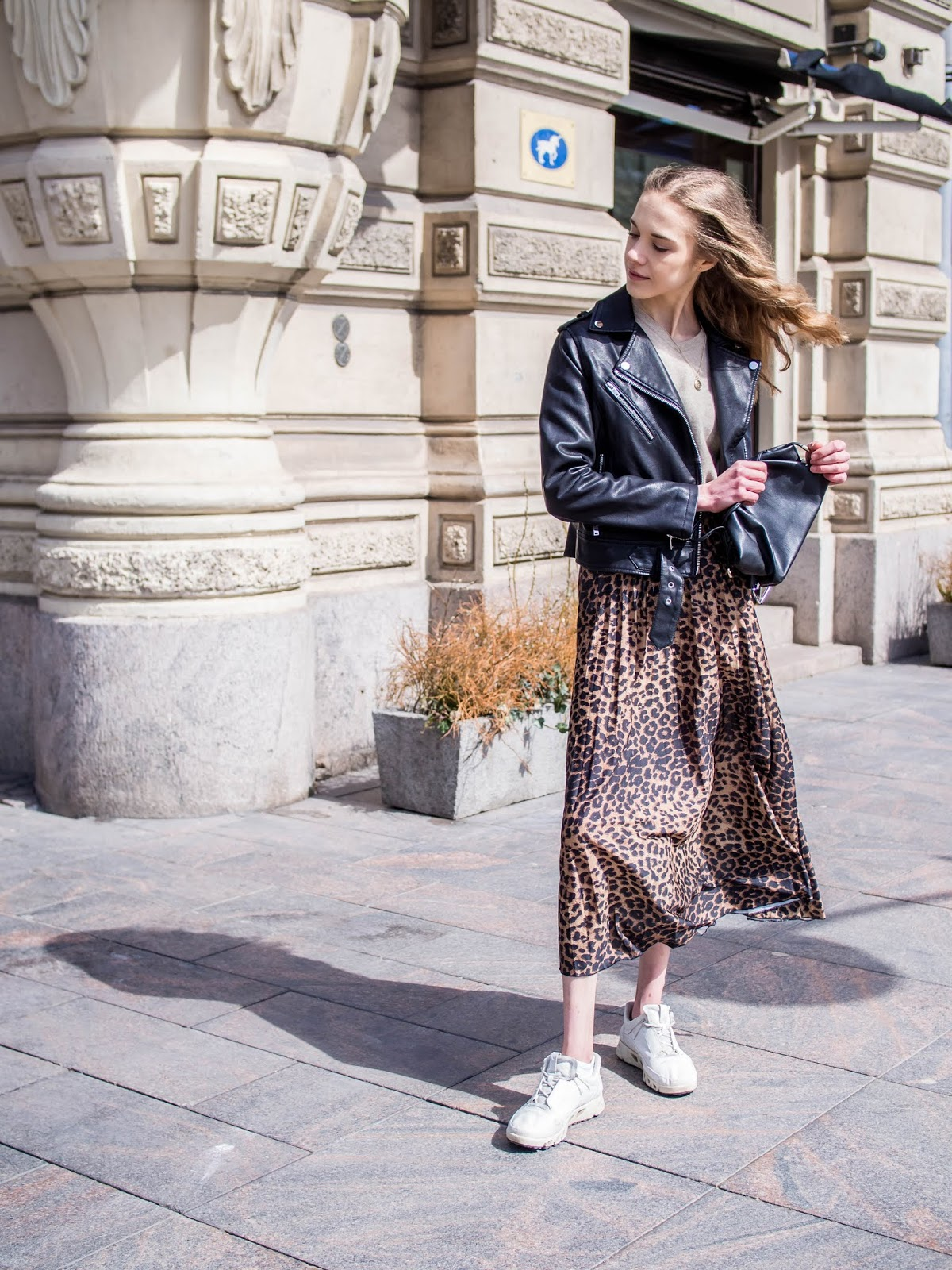Spring outfit inspiration with leopard print midi skirt - Kevätmuoti, asuinspiraatio, leopardihame