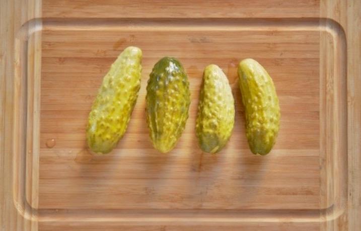 ogórki małosolne, ogórki małosolne zalewa, ogórki małosolne na sucho, ogórki małosolne ile soli,  ogórki małosolne jaka woda, ogórki małosolne przepis, kuchnia, ogórki małosolne jak zrobić