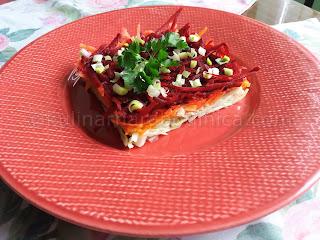 Зелева салата с моркови, червено цвекло и пресен чесън