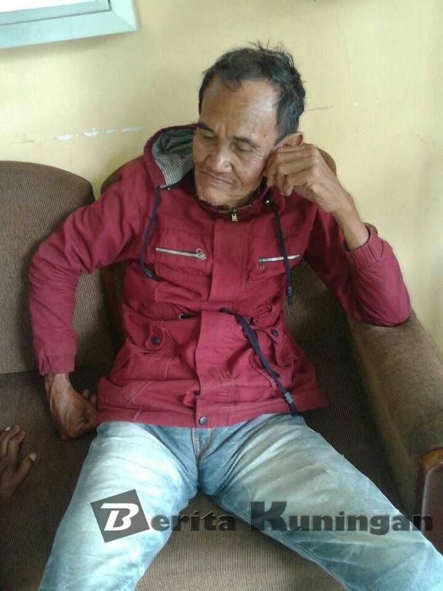 Kakek Terlantar Temuan Warga Kertawangunan Diantarkan Polres Kuningan Ke Dinas Sosial