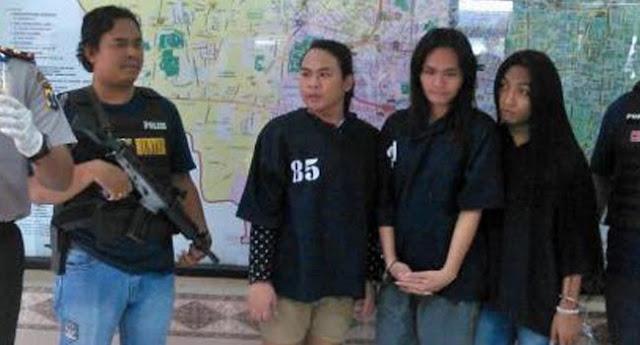 Lucunya Negeriku, Polisi Bingung Jebloskan 3 Waria Ini ke Sel Pria atau Wanita