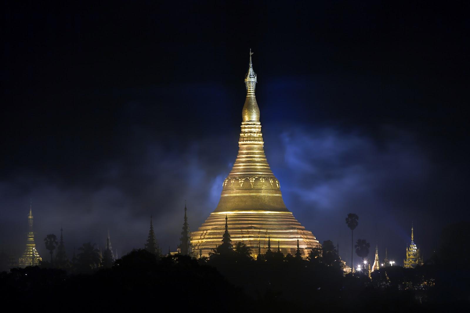 Shwedogon nocą,pagoda,Myanmar,Birma
