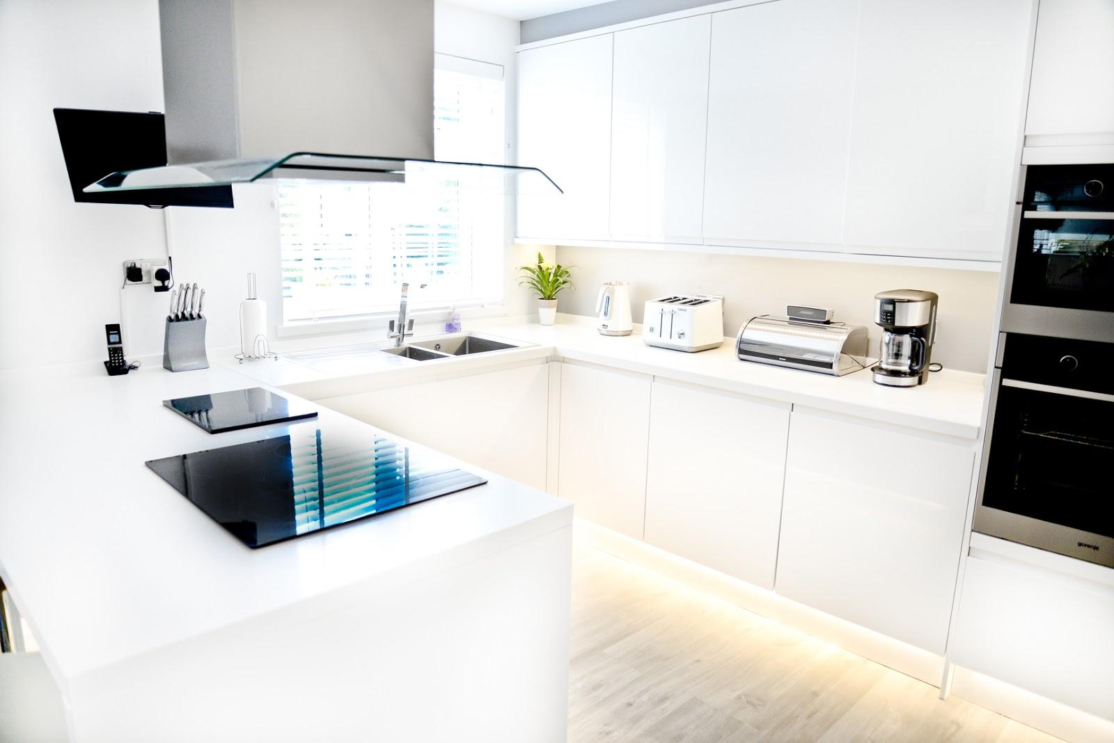 white modern Scandinavian style kitchen diner, modern white kitchen, modern rustic kitchen,