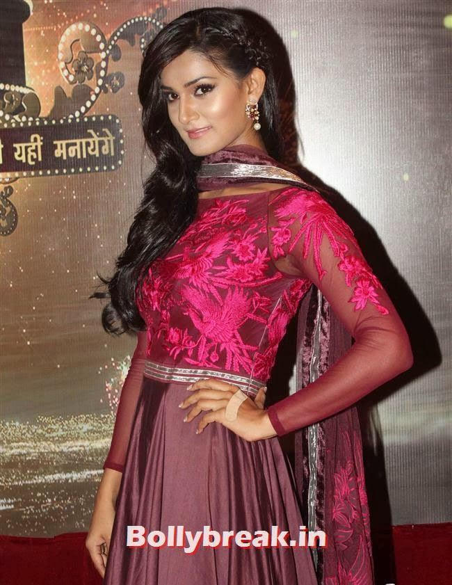 Mukti Mohan, ITA Awards 2013 - Red Carpet Pics