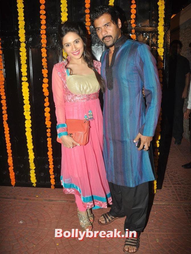 Shabbir Ahluwalia and Kanchi Kaul, Ekta Kapoor's Diwali bash 2013