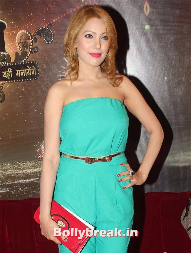 Munmun Dutta, ITA Awards 2013 - Red Carpet Pics