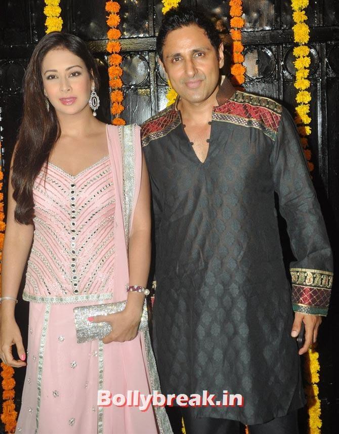 Preeti Jhangiani and Parvin Dabas, Ekta Kapoor's Diwali bash 2013