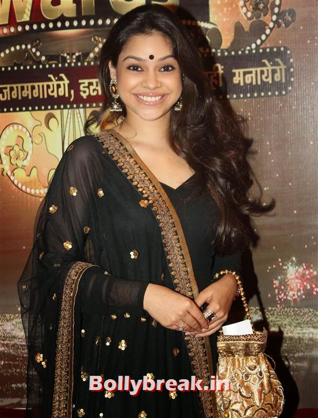Sumona Chakravarti, ITA Awards 2013 - Red Carpet Pics