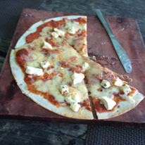 4 cheese pizza at Kan-anan Restaurant