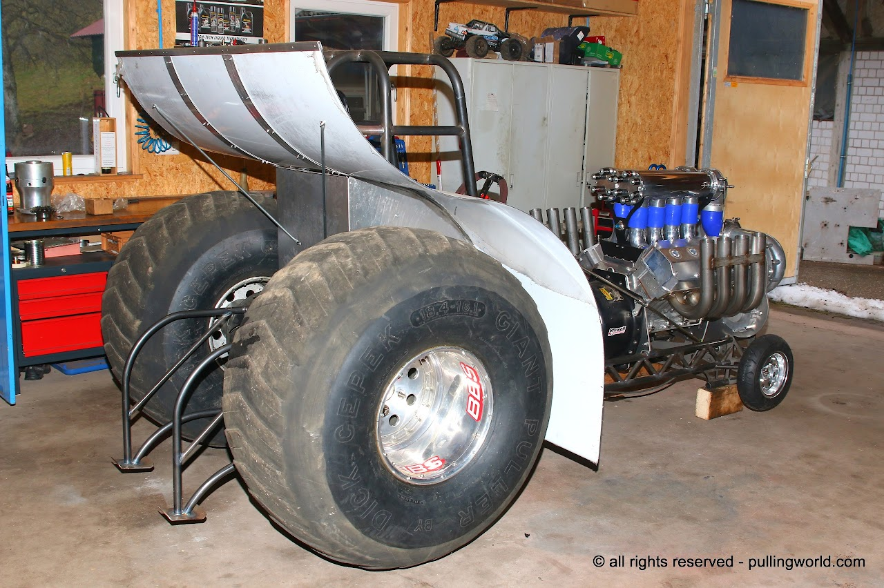 Ford Tractor Rear End : Tractor pulling news pullingworld the new ghost