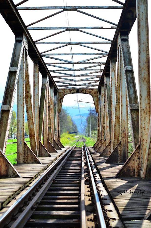 Most kolejowy na rzece Kamienna, w pobliżu stacji Jelenia Góra Orle