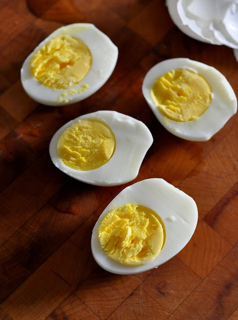 Hard-Boiled-Eggs-tasteasyougo.com