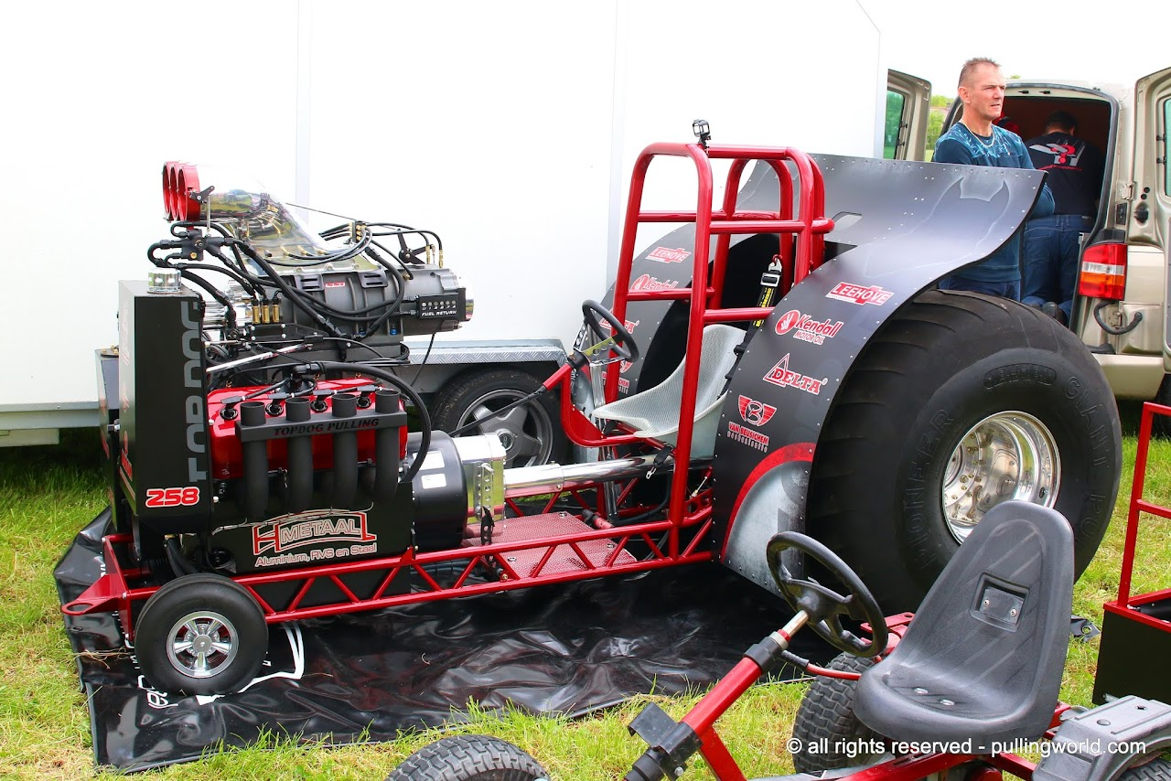 Mini Mod Tractor Pulling : Tractor pulling news pullingworld the new top dog