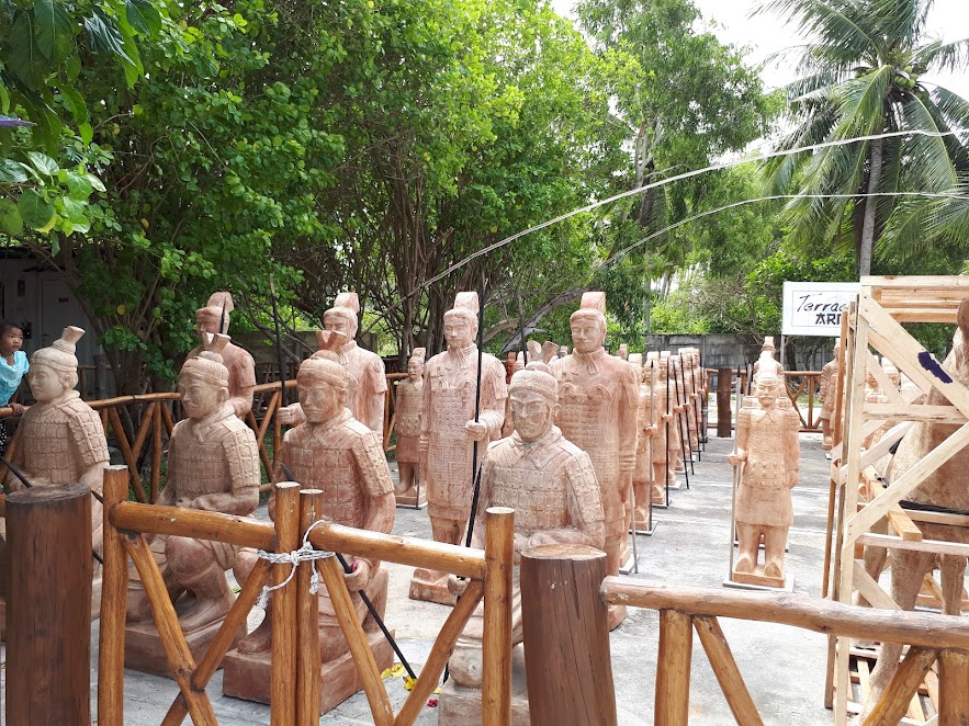 Patung Terakota di Pantai Tongaci Sungailiat Bangka