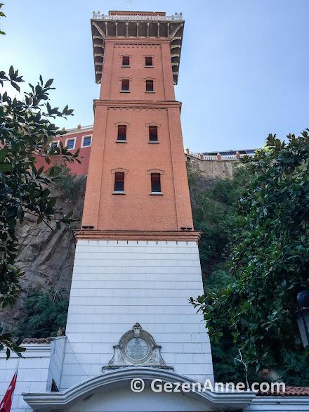bir hayırsever tarafından yaptırılmış tarihi Asansör, çok güzel restore edilmiş, İzmir