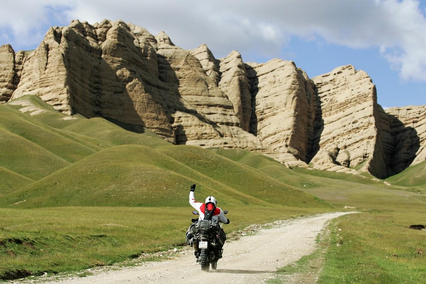 Kirgistan na motocyklu