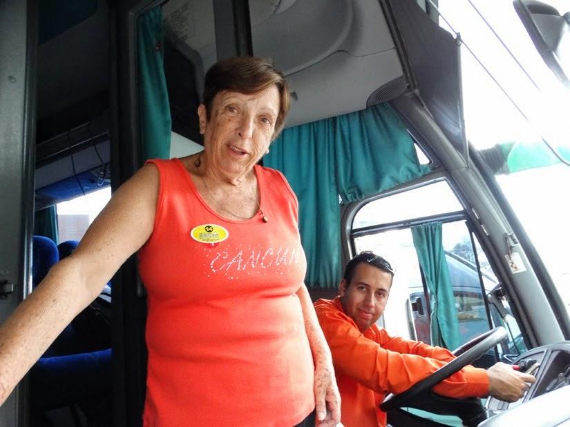 """Mãe e o motorista do ônibus, o """"Beiço"""" - Transfer e passeio no Rio Grande do Sul - Brocker Turismo"""