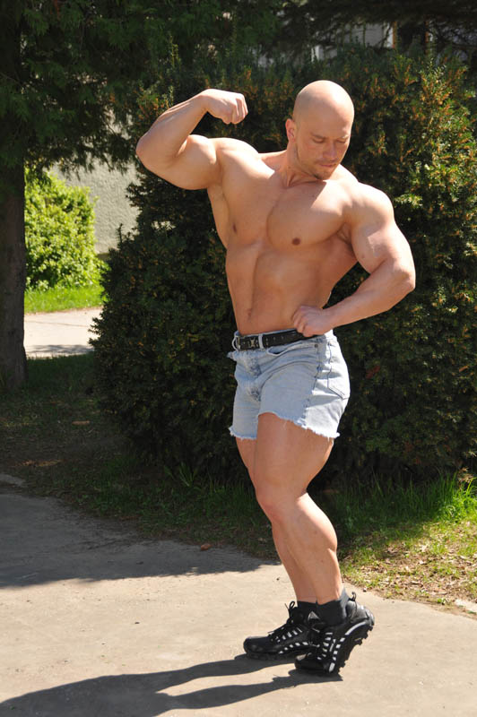 Worldwide Bodybuilders Marek Namespetra  bald muscle from Slovakia