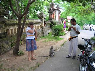 Templo de los Monos, Uluwatu, Bali, Indonesia, vuelta al mundo, round the world, La vuelta al mundo de Asun y Ricardo