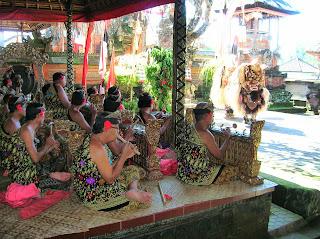 Música balinesa, Cueva del Elefante (Goa Gajah, Bali, Indonesia, vuelta al mundo, round the world, La vuelta al mundo de Asun y Ricardo
