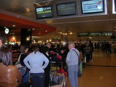 aeropuerto de barajas, mostradores terminal 1,vuelta al mundo, round the world, La vuelta al mundo de asun y Ricardo