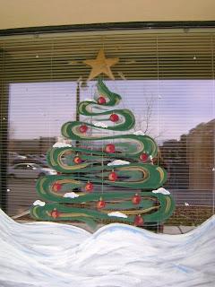 Gemini Queen: Christmas Window Decorating Contest