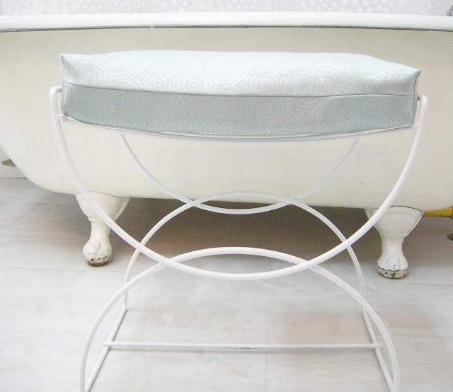 http://3.bp.blogspot.com/_-LGKrgqzspk/TLfeoNzHdkI/AAAAAAAAAPI/q3UCuXQez8E/s1600/cushion+complete.jpg