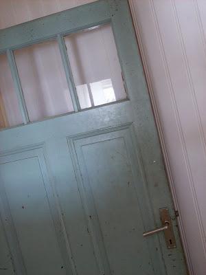 ytterdörr med glasruta