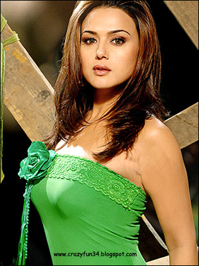 Preity Zinta Cute Smile Wallpaper Crazy Actress Selected Photo Image Picture Wallpaper