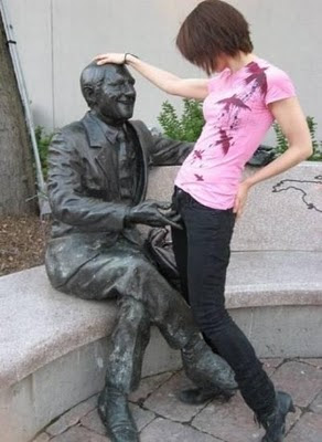 Naughty Statue playing with girl Illusion